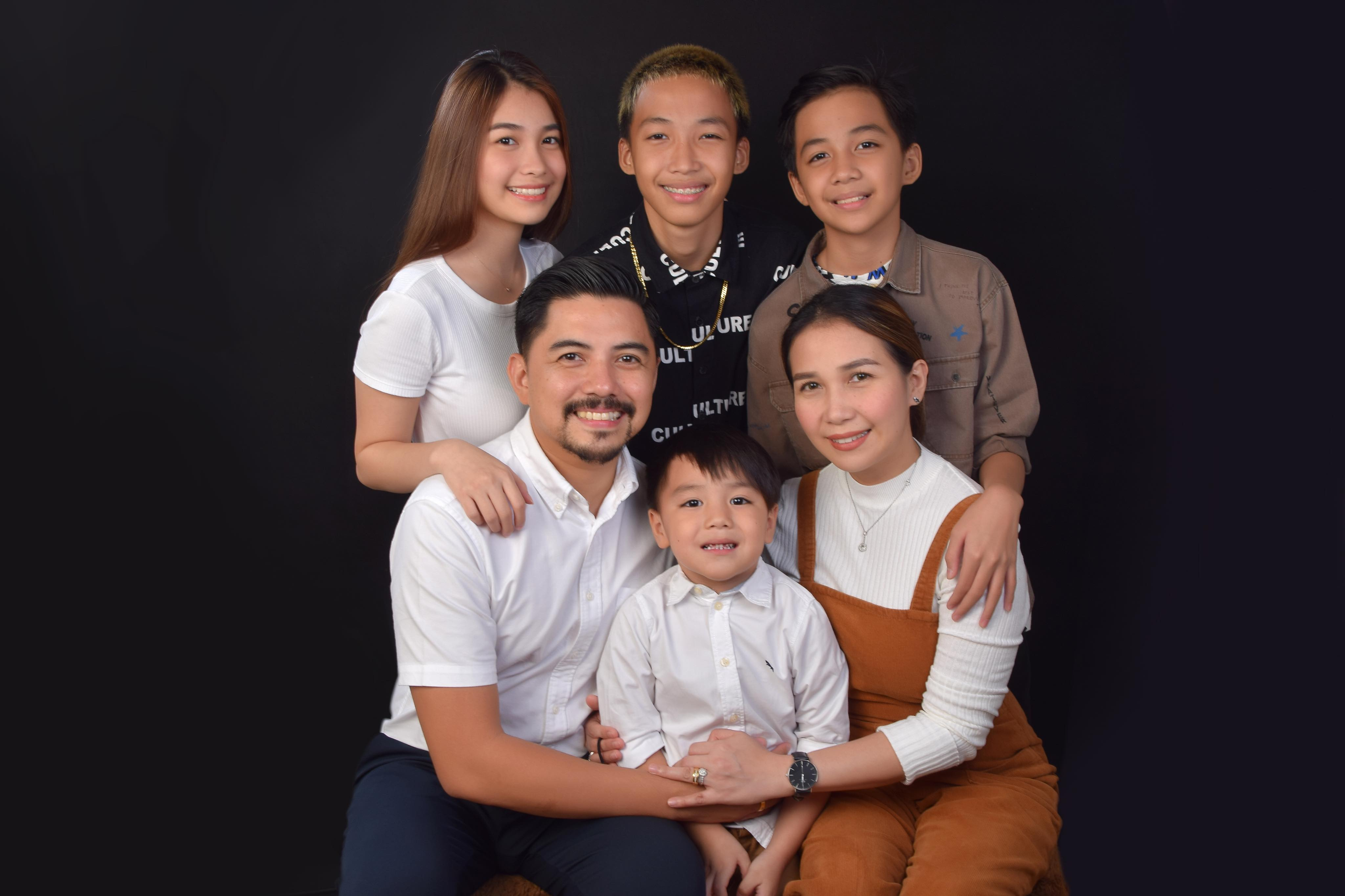 Erick Totanes with Family | www.familywiseasia.com