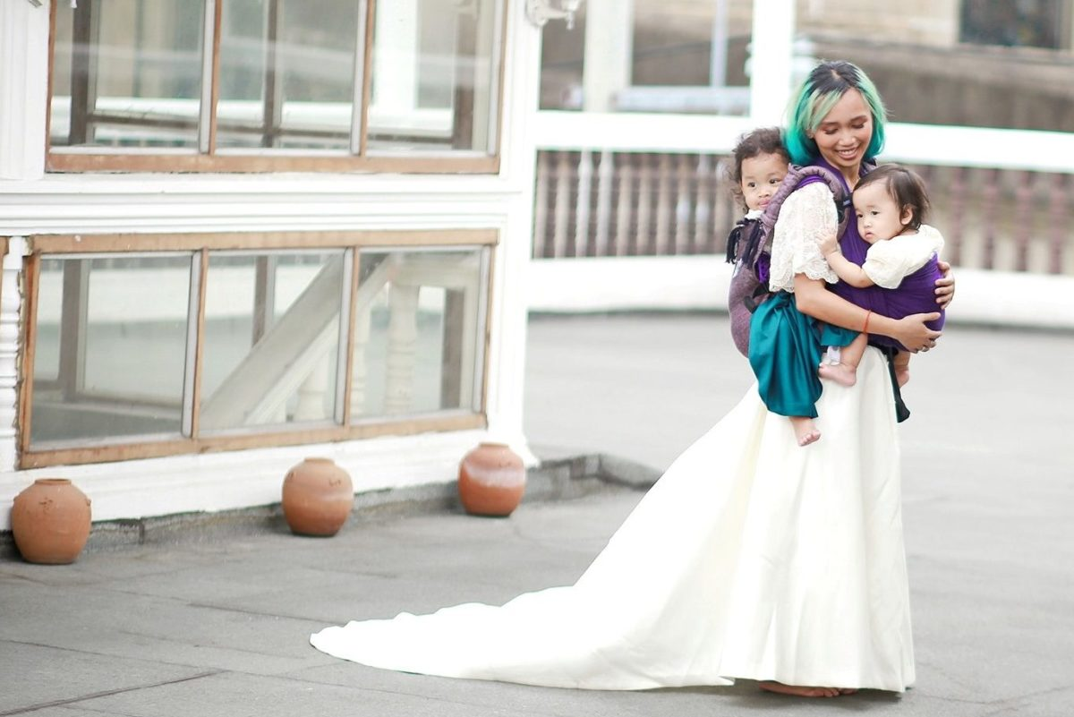 Babywearing and Breastfeeding: Bouts of Courage in Motherhood | www.familywiseasia.com